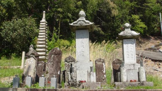 山田七郎左衛門のお墓