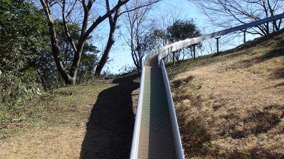 日守山公園のローラーすべり台
