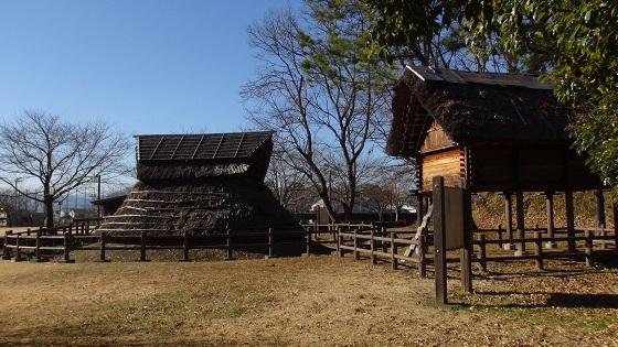 弥生時代の住居と倉庫(1)