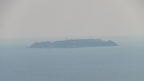 熱海城から初島をズームして画像
