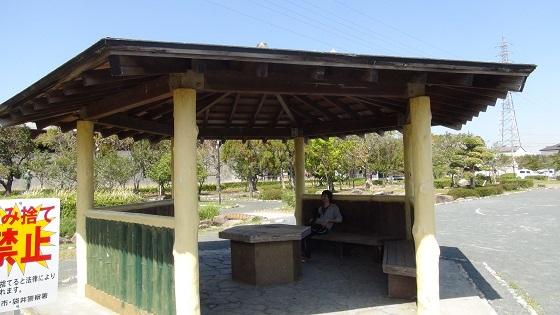 屋根付き休憩スペース