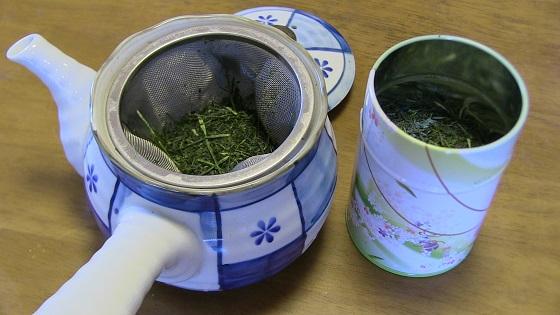 急須と新茶葉