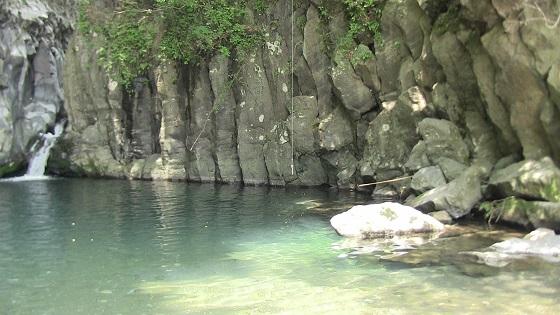 屏風岩の水辺