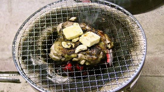 ガーリックチキンステーキの炭火焼きが完成