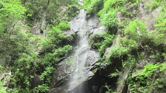 つるべ落としの滝