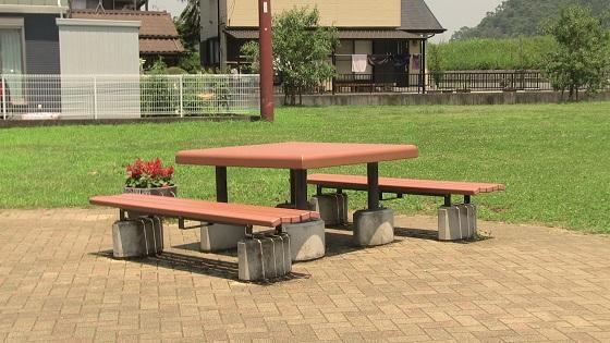 ベンチ&テーブル