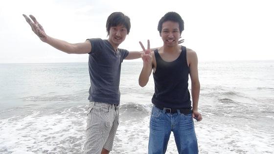 熱川YOU湯ビーチで記念写真