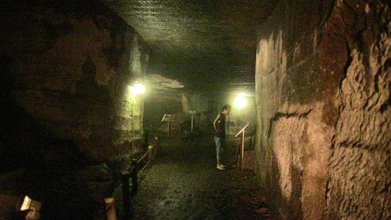 室岩洞の洞窟内