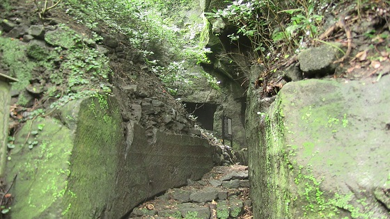 室岩洞入口付近