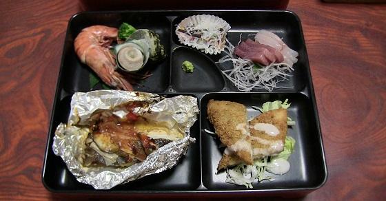民宿「潮騒」の夕飯(1)