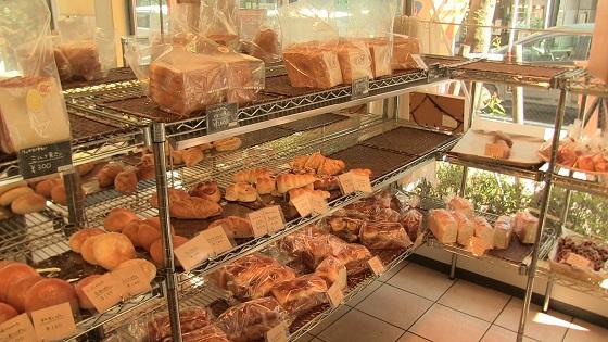 店内パン販売スペース(2)