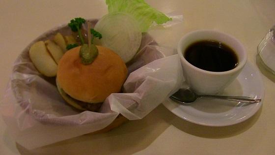 ハンバーガー&コーヒーのセット実物