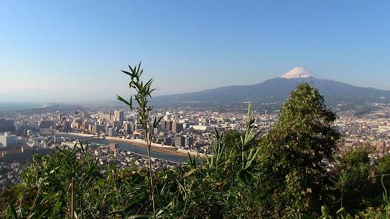 香貫山中腹の景色