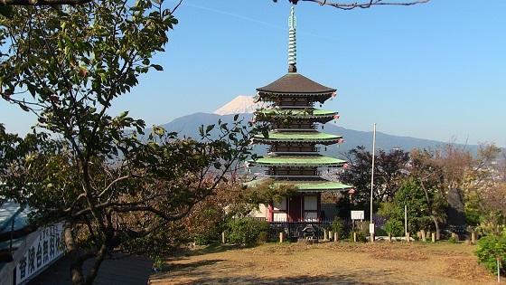 富士山×慰霊塔(2)