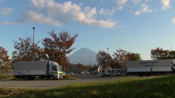 富士川パーキングエリア下りから見える富士山
