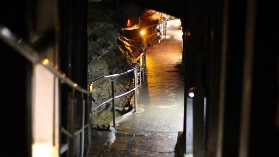 竜ヶ岩洞鍾乳洞内の歩道