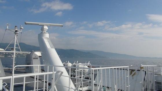 船上からの海景色と熱海の街並み(2)