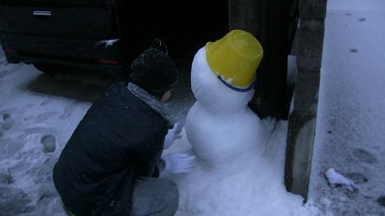 雪だるまの形整え