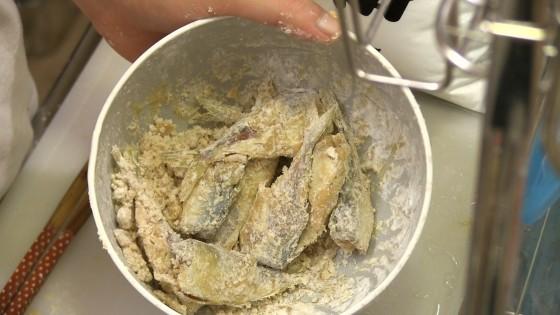 片栗粉で混ぜたアジ
