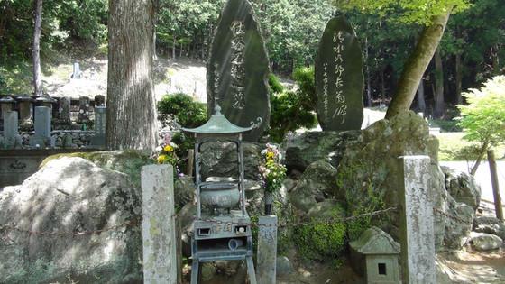 森の石松のお墓