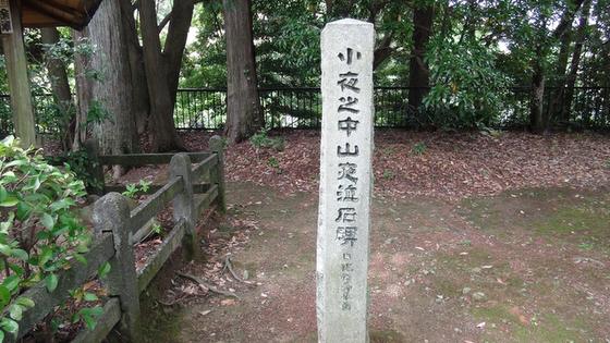 夜泣き石の石碑