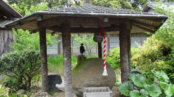 久延寺の夜泣き石1